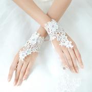 Свадебные перчатки с цветами